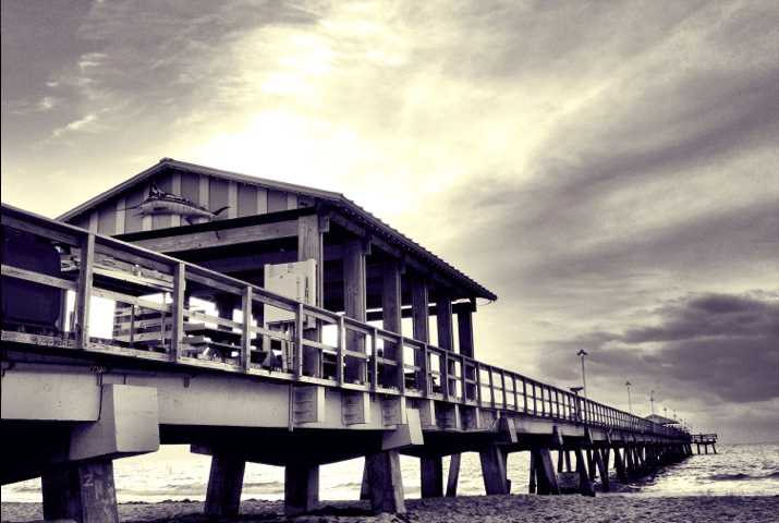Anglin's Fishing Pier up Close